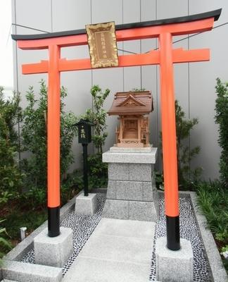 GNZA-SIX_torii.jpg